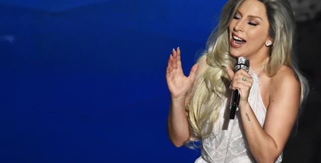 Lady Gaga en escena durante su su presentación en los Oscars de este año
