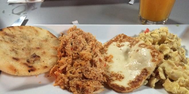 Desayuno mixto en Bocas Grill