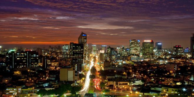 Lima de noche en San Isidro