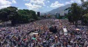 Venezolanos en las calles