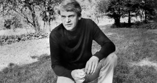 (FILES) This picture taken in Prague on October 14, 1973 shows Czech writer Milan Kundera. Czech writer Milan Kundera in 1950 snitched on former pilot Miroslav Dvoracek who spent 14 years in communist prisons as a result, the weekly Respekt writes in its latest issue due out on October 13, 2008. Kundera, one of the best-known contemporary Czech writers and a French citizen since 1981, left former Czechoslovakia in 1975 to settle in France. (FILM)  AFP PHOTO (Photo credit should read -/AFP/Getty Images)