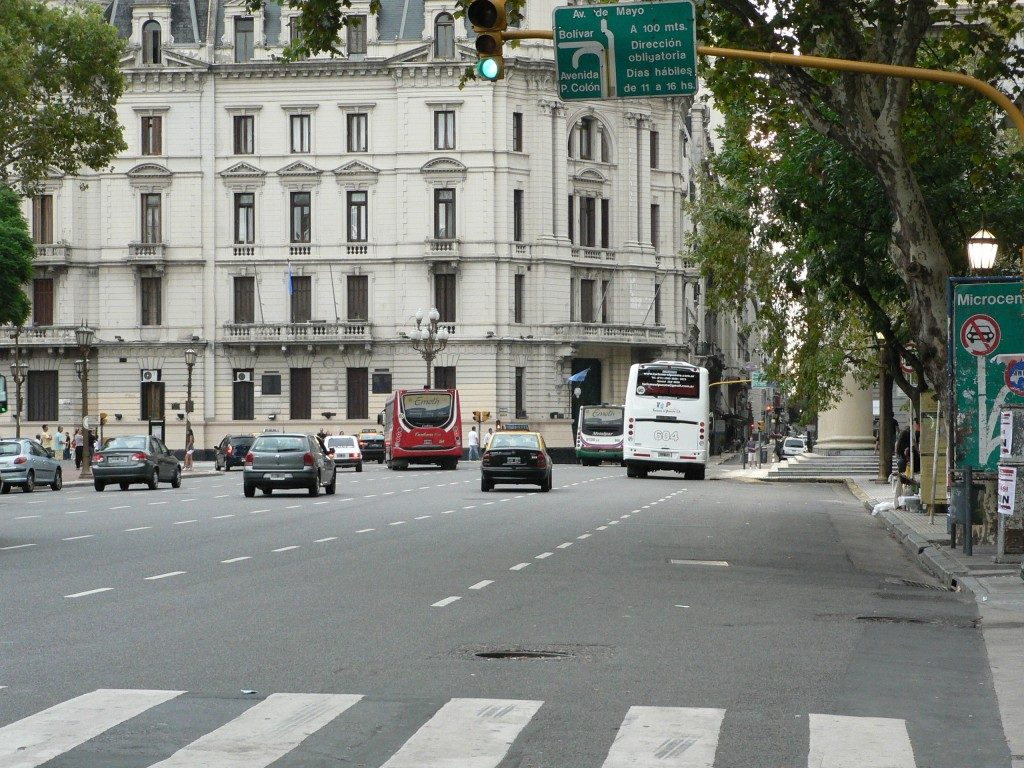 Av Rivadavia en Buenos Aires