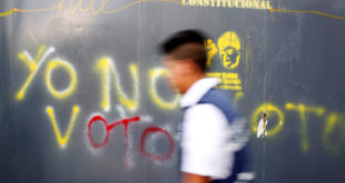 "A man walks past graffiti painted on a fence in Caracas, Venezuela May 11, 2018. Graffiti reads: ""I'm not going to vote"". Pictures taken on May 11, 2018.  REUTERS/Carlos Jasso     TPX IMAGES OF THE DAY"