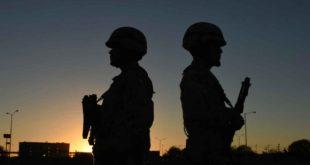 Soldados de espaldas