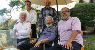 Alfredo Caraballo con sus amigos.